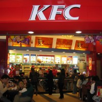 Bảng hiệu quảng cáo hệ thống của hàng thức ăn nhanh KFC